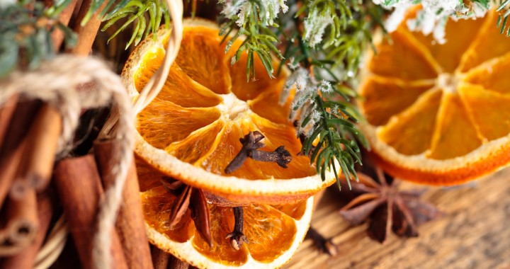 adornos con naranjas secas