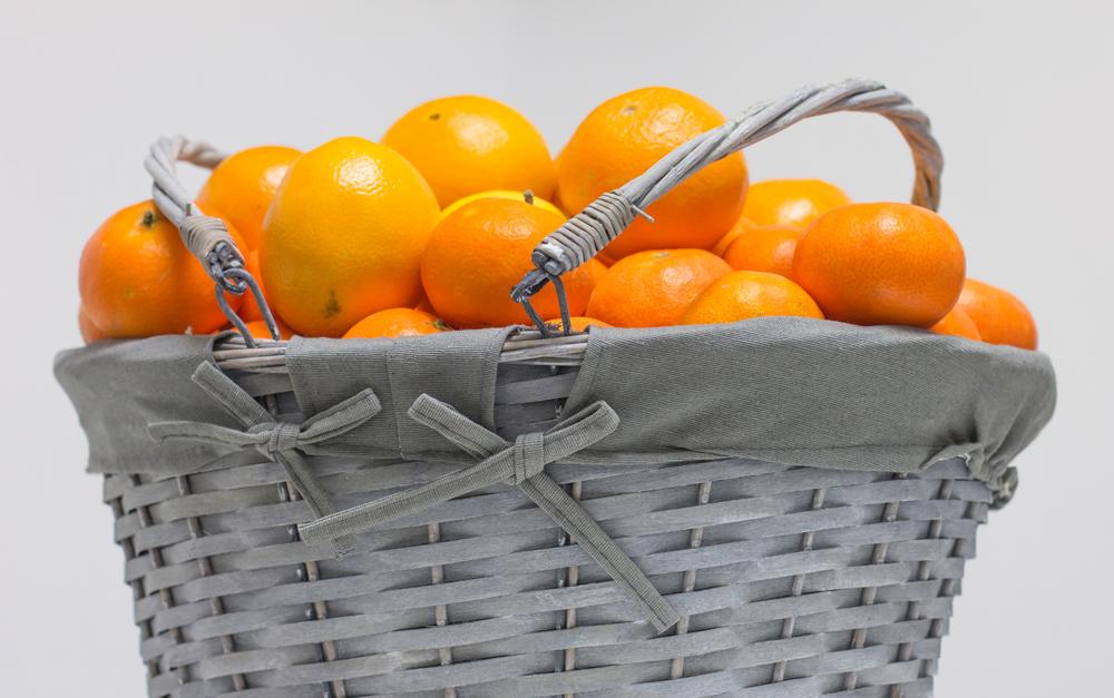 Cesta de mimbre azul 10kg para regalar naranjas