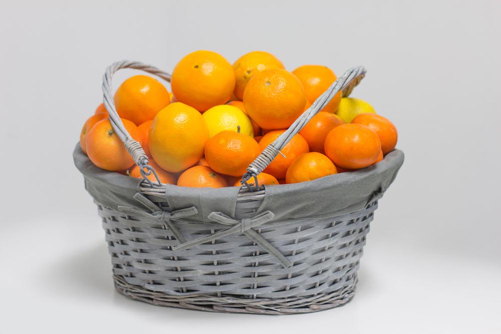 Naranjas en cesta de mimbre Azul de 10Kg para regalar