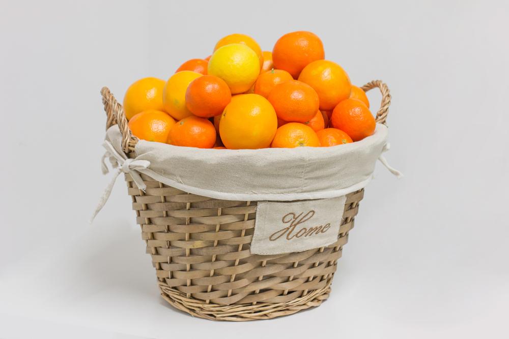 Regalos originales: Naranjas en cesta de regalo de mimbre Home (10kg).