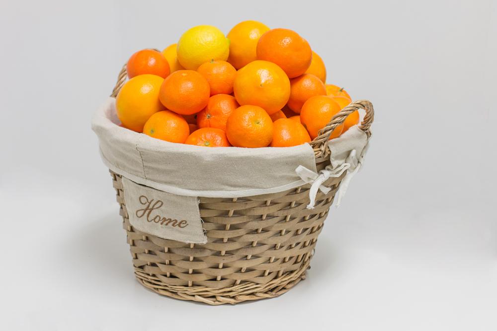 Comprar naranjas online para regalo en cesta de mimbre