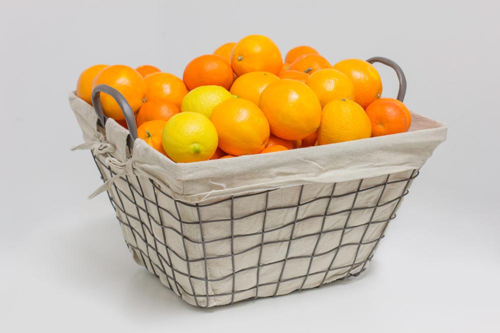 Venta de naranjas a domicilio en cesta de metal